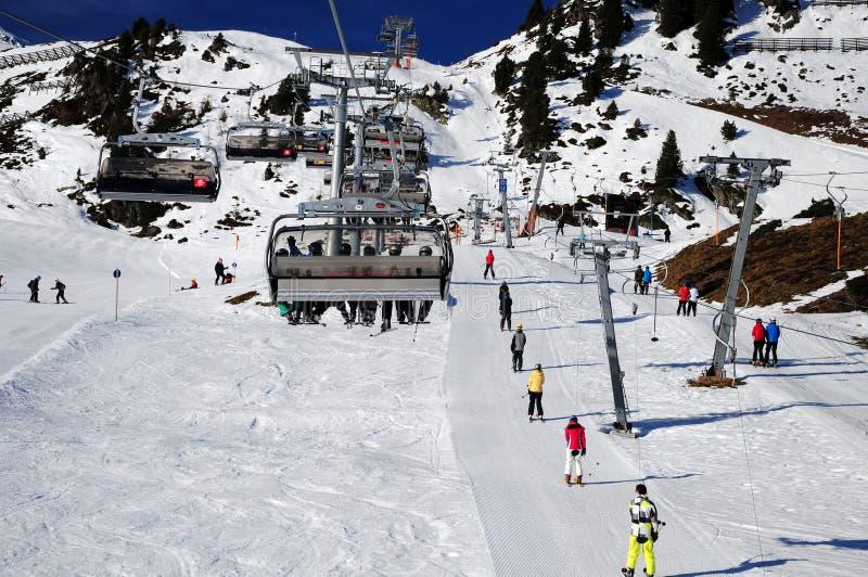 De toevluchtinfrastructuur van de ski stock foto's