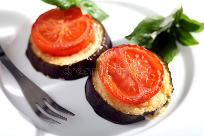 De tomaat en de aubergine bakken horizontaal royalty-vrije stock foto