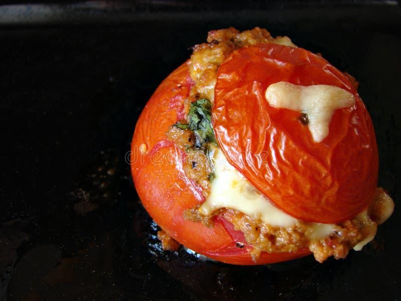 De tomaat van Sticked met vlees en kaas stock foto