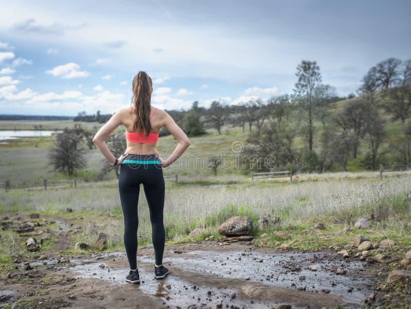 De toneelmening van vrouwen jogger onderzoeken royalty-vrije stock afbeelding