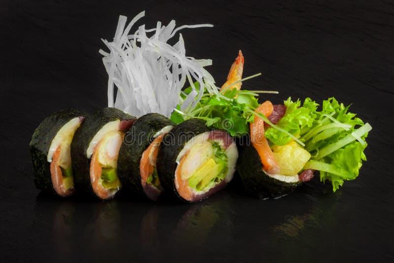 De tonijn van zalmgarnalen stock afbeeldingen