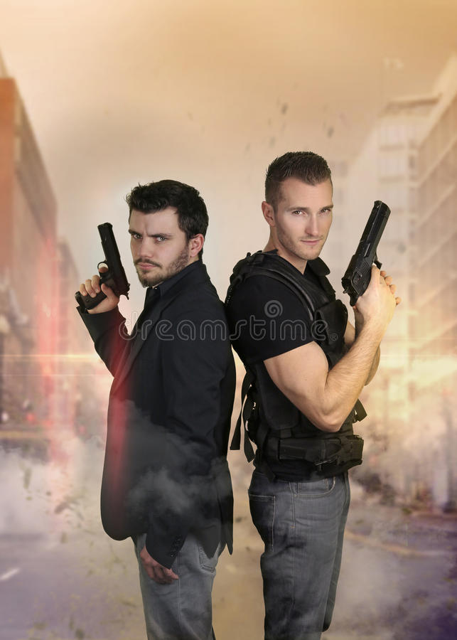 De toppna snutarna - posera för två sexigt poliser fotografering för bildbyråer