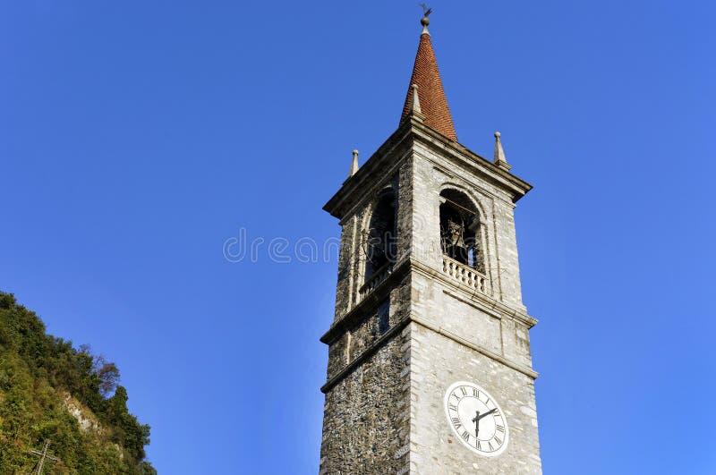 De toren en de klokken van San Giorgio Church in Varenna royalty-vrije stock fotografie