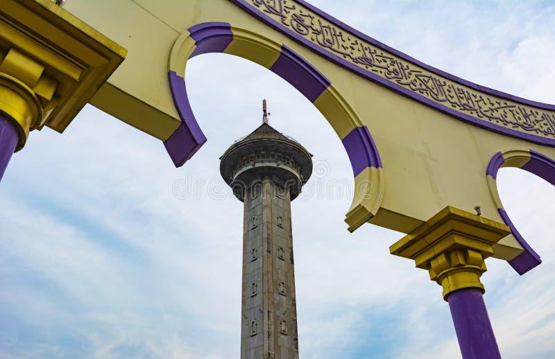 De toren op de Grote Moskee van Central Java Masjid Agung Jawa Tengah in Semarang, Indonesië stock foto's