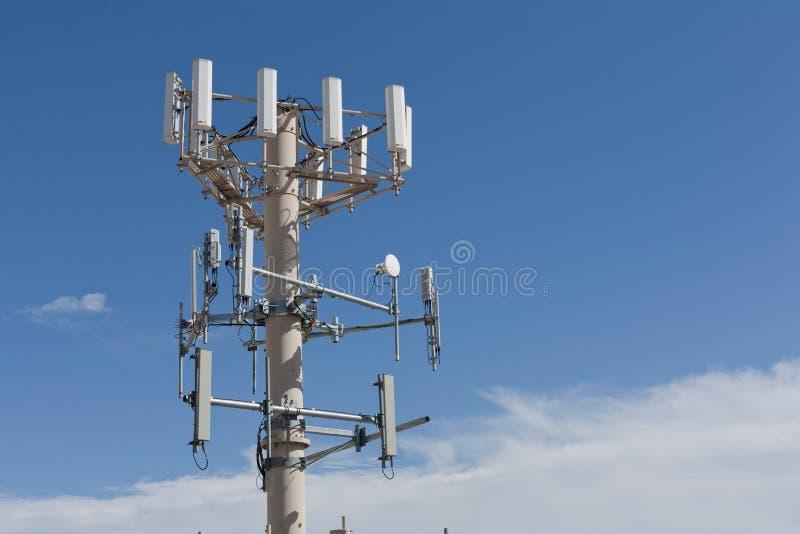 De Toren van de Antenne van de Telefoon van de cel stock foto