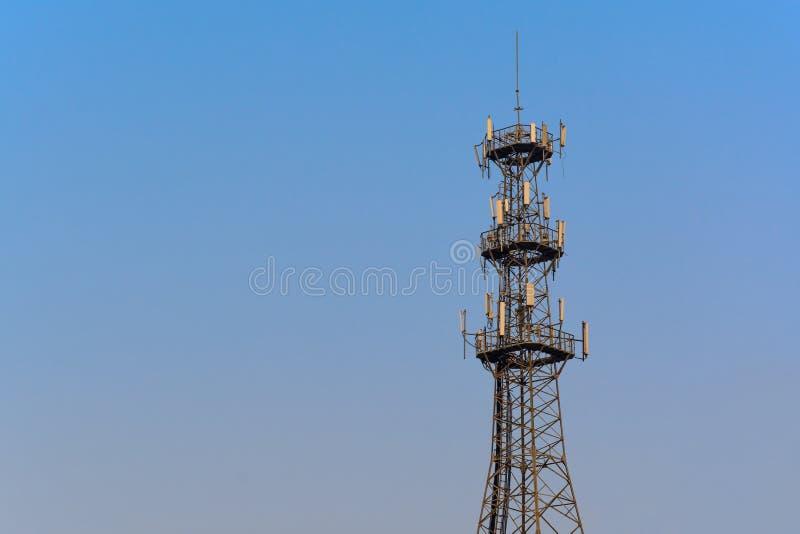 De Toren van de antenne van Mededeling stock foto