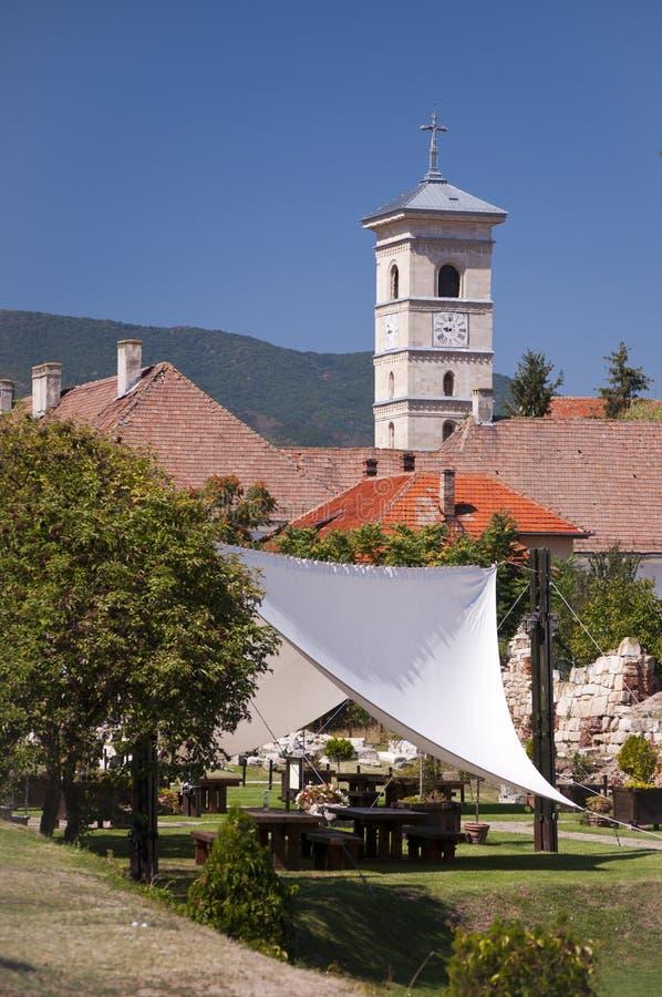 De toren van de kerk in Alba Iulia, Transsylvanië, Roemenië royalty-vrije stock fotografie