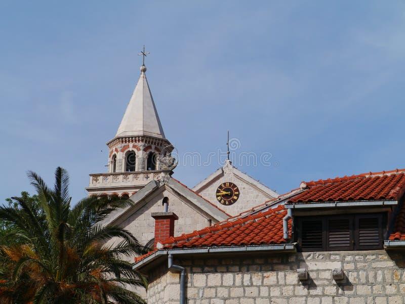 Download De Toren Van De Kerk Van Kastel Stafilic In Kroatië Stock Afbeelding - Afbeelding bestaande uit agglomeratie, conceptie: 54088475