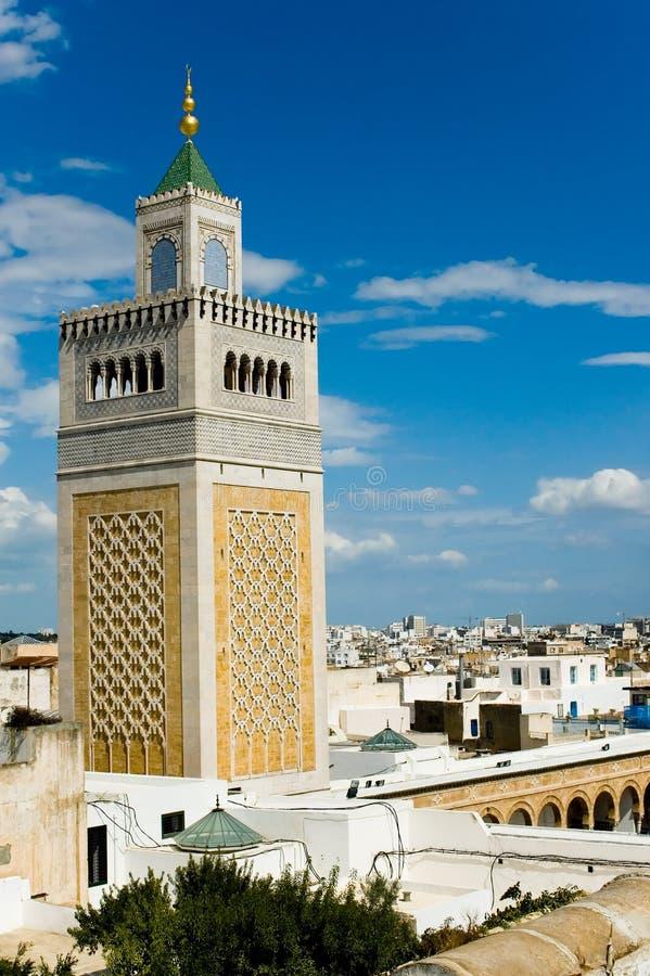 De toren van de moskee in Tunis stock afbeelding
