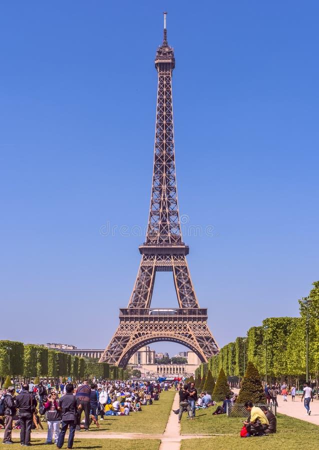 De toren van Eiffel aan de kant van het gebied van Mars royalty-vrije stock foto