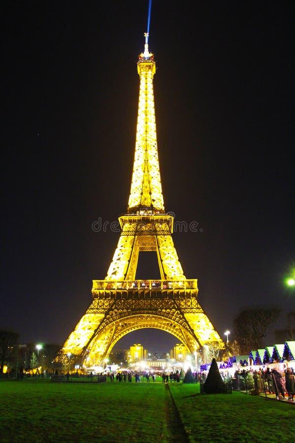 De toren van Eiffel bij nacht, Parijs stock afbeeldingen