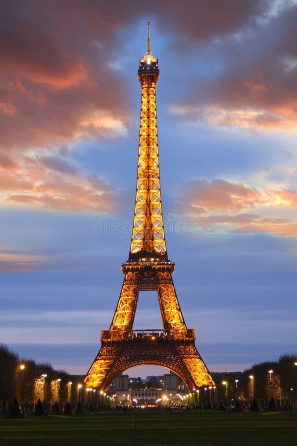 De Toren van Eiffel bij nacht, Parijs, Frankrijk stock foto's