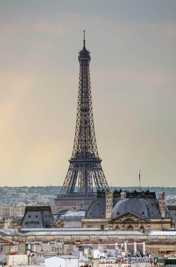 De Toren van Eiffel bij zonsondergang royalty-vrije stock afbeelding