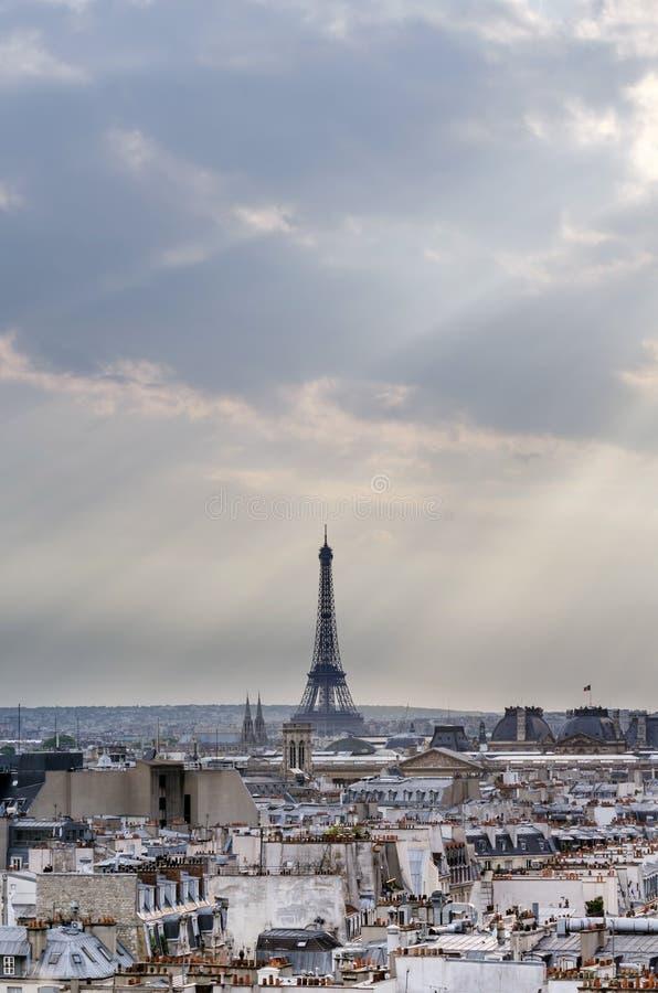 De Toren van Eiffel bij zonsondergang in Parijs royalty-vrije stock fotografie
