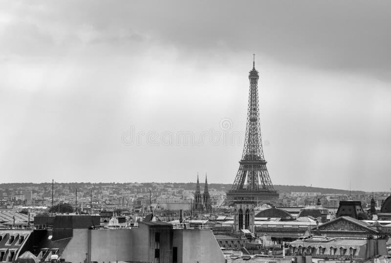 De Toren van Eiffel bij zonsondergang in Parijs royalty-vrije stock foto's