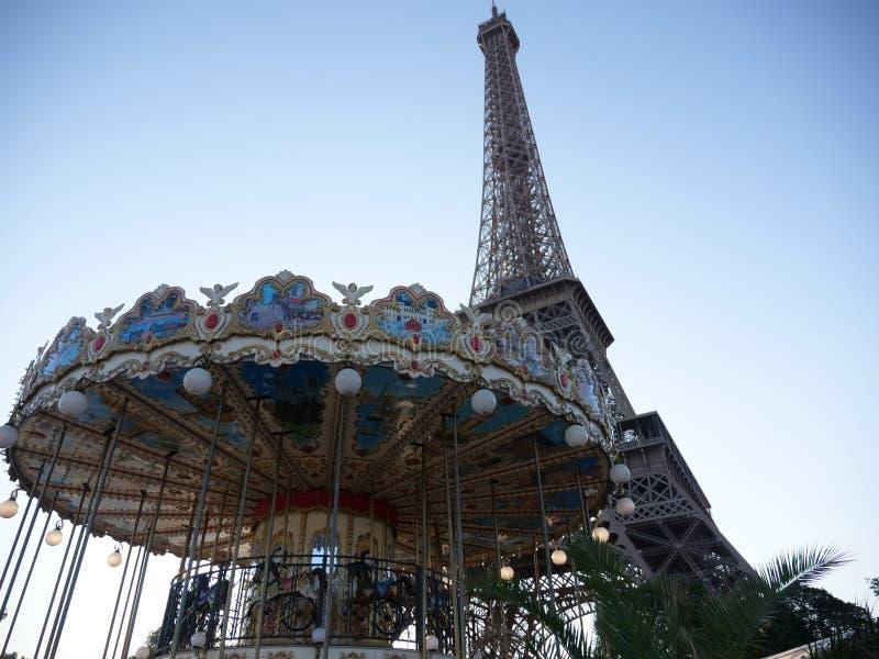 De Toren van Eiffel en Carousal van Parijs stock foto's
