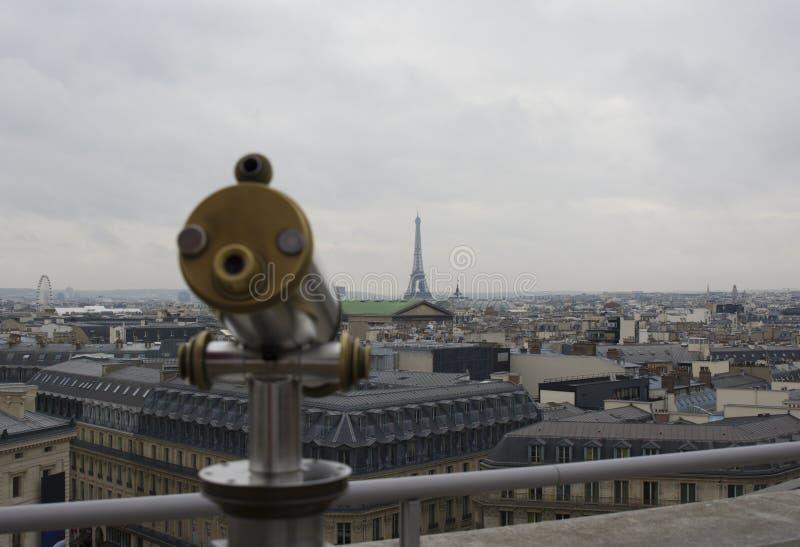 De Toren van Eiffel en telescoopkijker in Parijs, Frankrijk royalty-vrije stock foto's