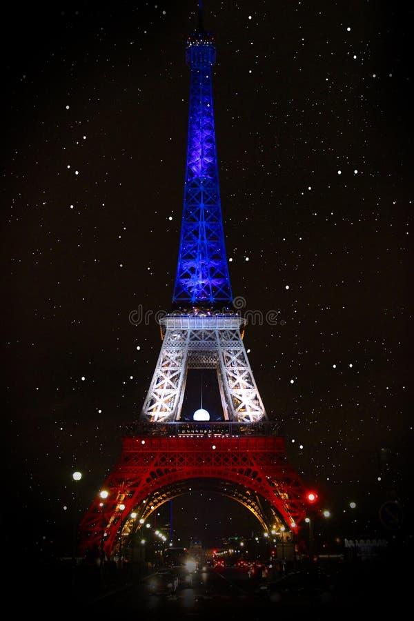 De toren van Eiffel Neonlichten van de nachtstad parijs royalty-vrije stock foto's