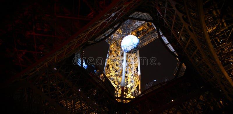 De toren van Eiffel Neonlichten van de nachtstad parijs royalty-vrije stock foto
