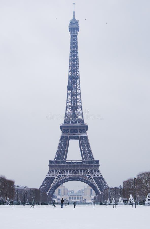 1998-2018 de toren van Eiffel onder verse sneeuw royalty-vrije stock afbeeldingen