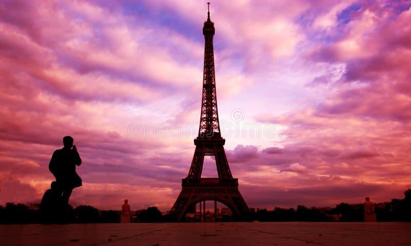 De Toren van Eiffel. Parijs, Fance bij zonsondergang stock foto's