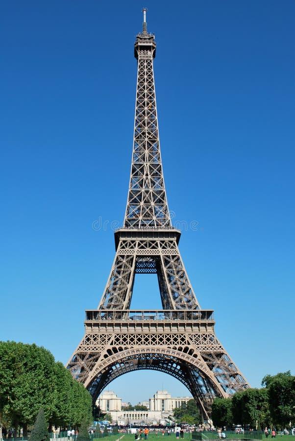 De Toren van Eiffel tegen Dag royalty-vrije stock afbeeldingen
