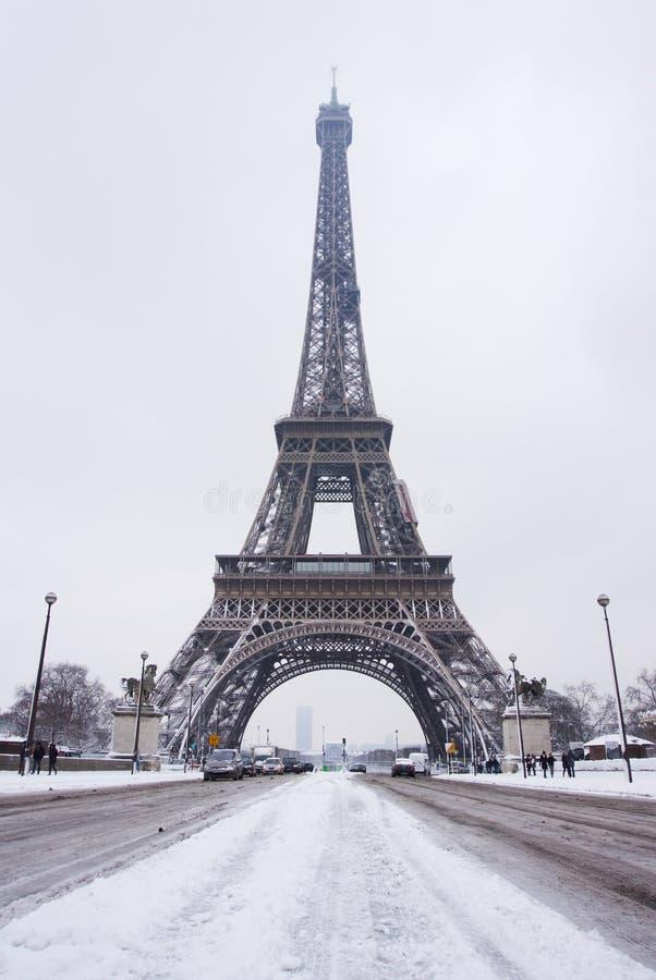 De Toren van Eiffel van de Trocadero-Brug onder sneeuw royalty-vrije stock afbeeldingen