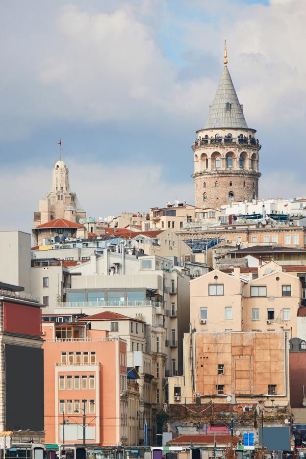 De toren van Galata in Istanboel Turkije royalty-vrije stock foto's
