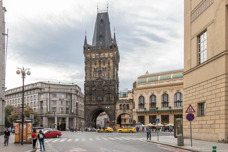 De toren van het poeder in Praag stock foto