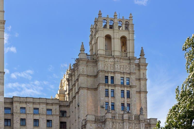 De toren van het Vierkante Gebouw van Kudrinskaya stock afbeelding