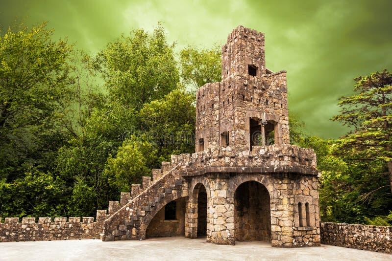 De toren van het waarnemingscentrum in Quinta DA Regaleira stock fotografie