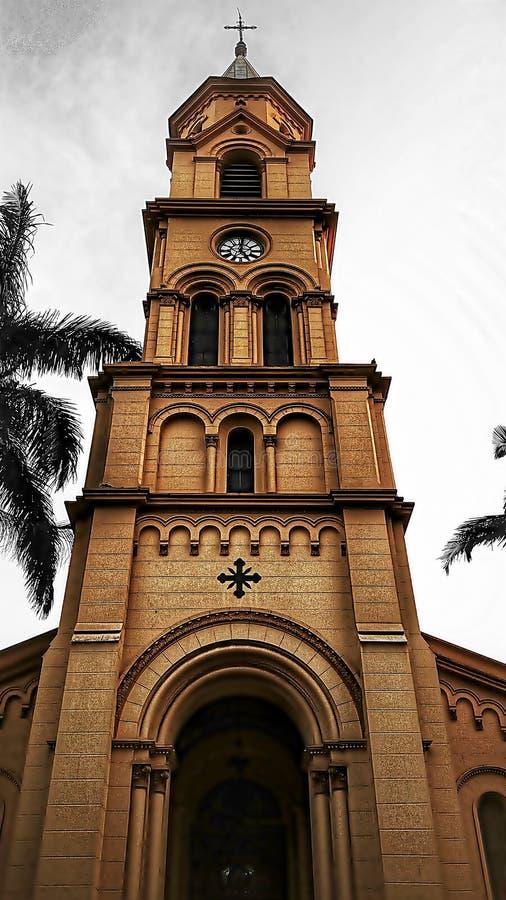 De toren van de kerk van Santa Cecilia stock foto