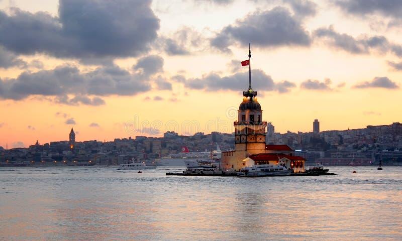 De toren van Leanders bij schemer. Istanboel stock foto