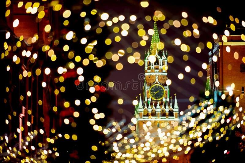 De Toren van Moskou het Kremlin Spassky met Kerstmislichten royalty-vrije stock afbeeldingen