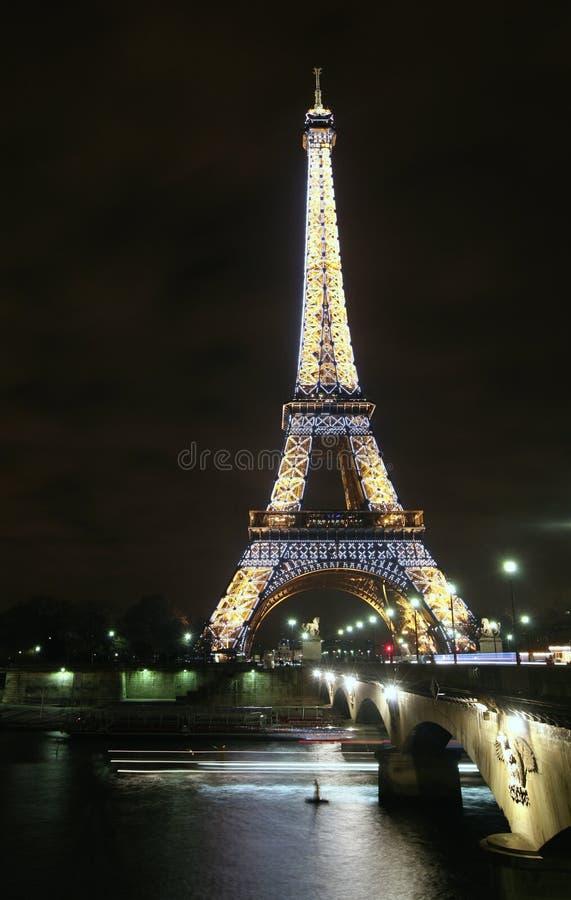 De Toren van Parijs Eiffel bij nacht royalty-vrije stock afbeelding