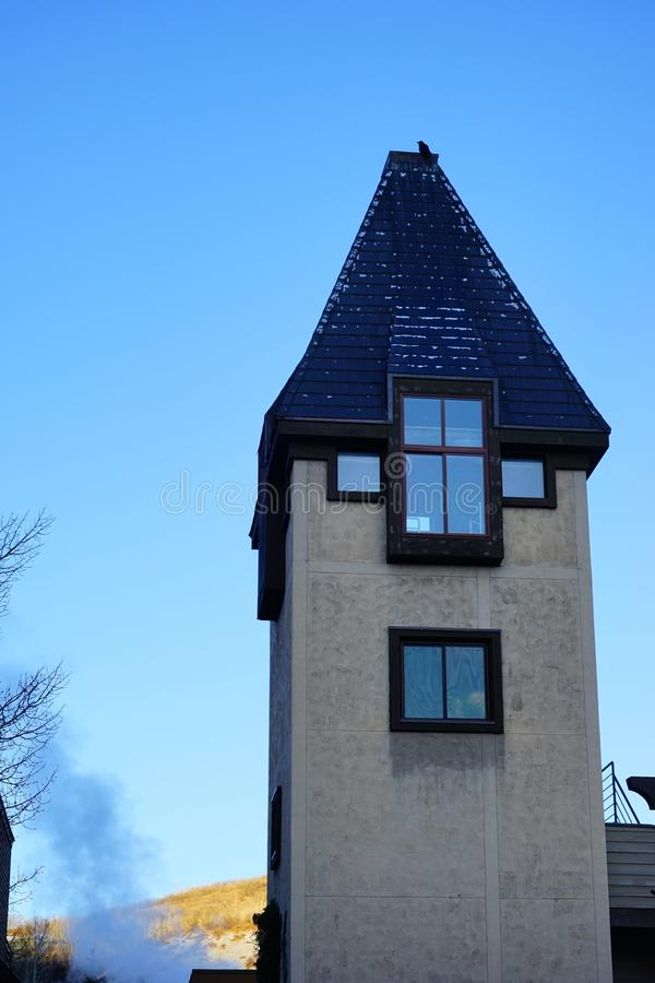 Download De Toren Van De De Skitoevlucht Van De Sneeuwmassa Stock Foto - Afbeelding bestaande uit canion, heftoestel: 107708990