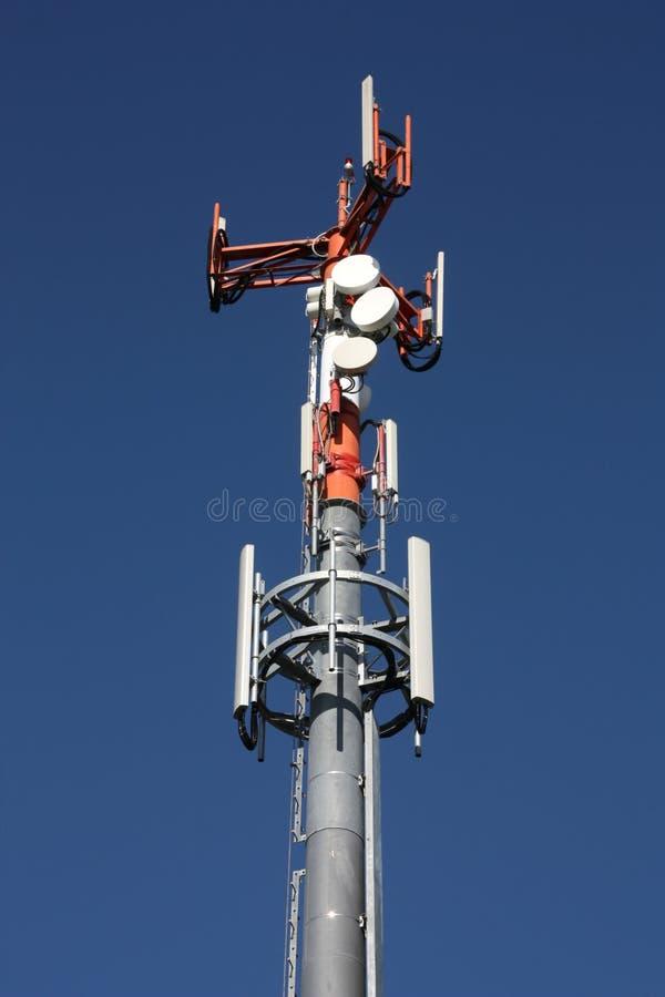 De toren van telecommunicatie royalty-vrije stock afbeeldingen
