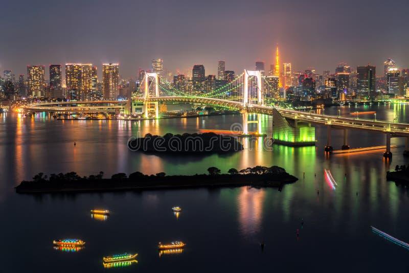 De Toren van Tokyo en Regenboogbrug in Japan royalty-vrije stock foto's
