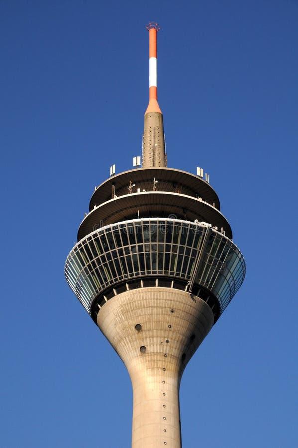 De toren van TV - Rheinturm in Duesseldorf royalty-vrije stock foto