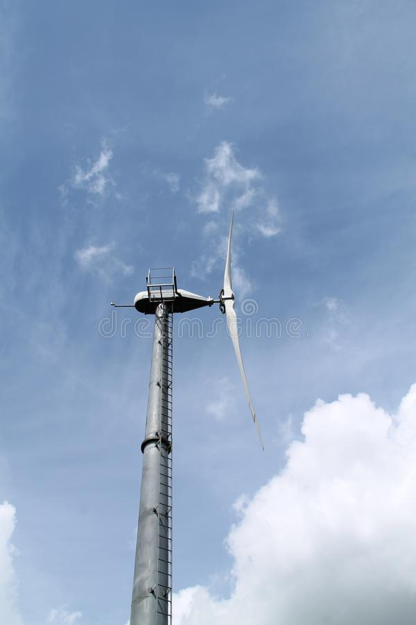 De Toren van de windturbine royalty-vrije stock afbeelding