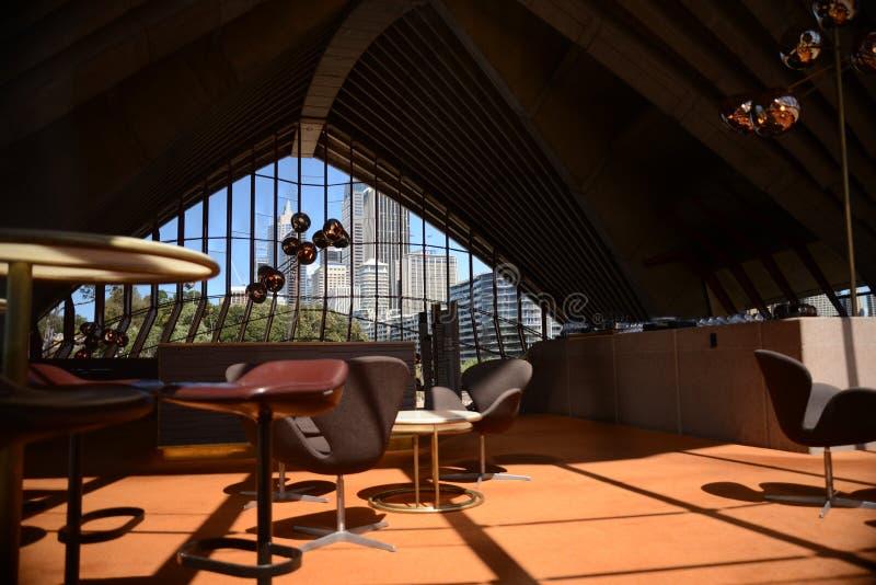 De torenblokken van Sydney door het operahuis Australië stock afbeeldingen