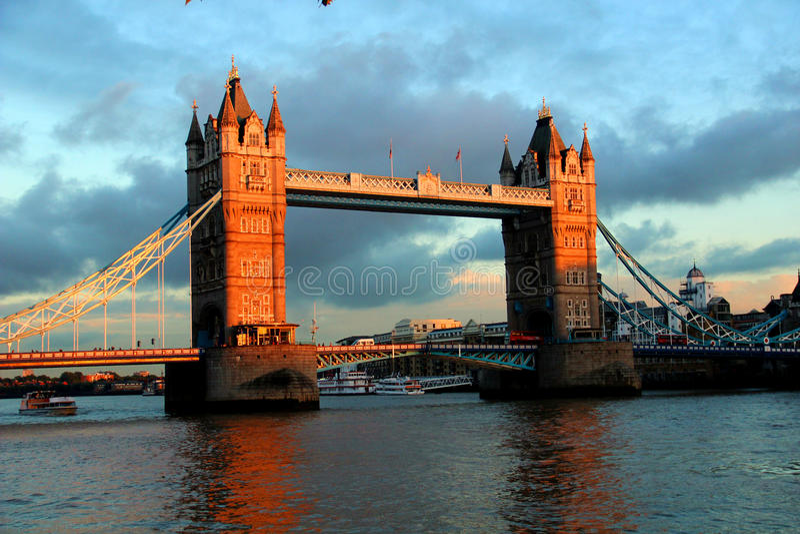 De torenbrug van Londen stock afbeeldingen