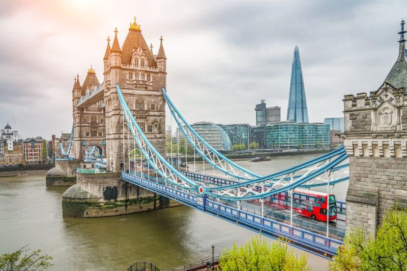 De de Torenbrug van Londen bij regenachtige dag royalty-vrije stock afbeelding