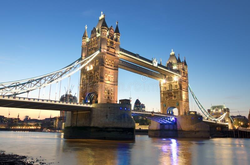 De Torenbrug van Londen bij schemering royalty-vrije stock fotografie