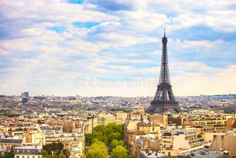 De Torenoriëntatiepunt van Eiffel, mening van Arc de Triomphe Parijs, Frankrijk royalty-vrije stock afbeeldingen
