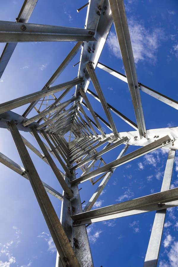 De torens van de elektriciteitstransmissie zonder draden royalty-vrije stock foto's