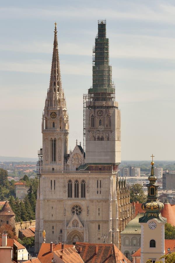 De torens van de Kathedraal van Zagreb royalty-vrije stock fotografie