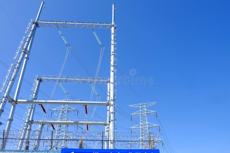 De torens van de hoge machtstransmissie stock fotografie