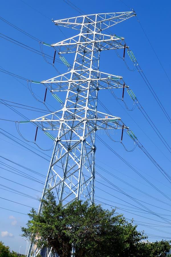 De torens van de hoge machtstransmissie stock afbeelding