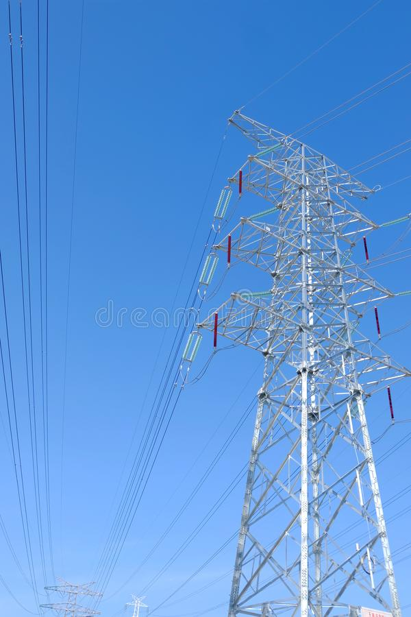 De torens van de hoge machtstransmissie stock foto's